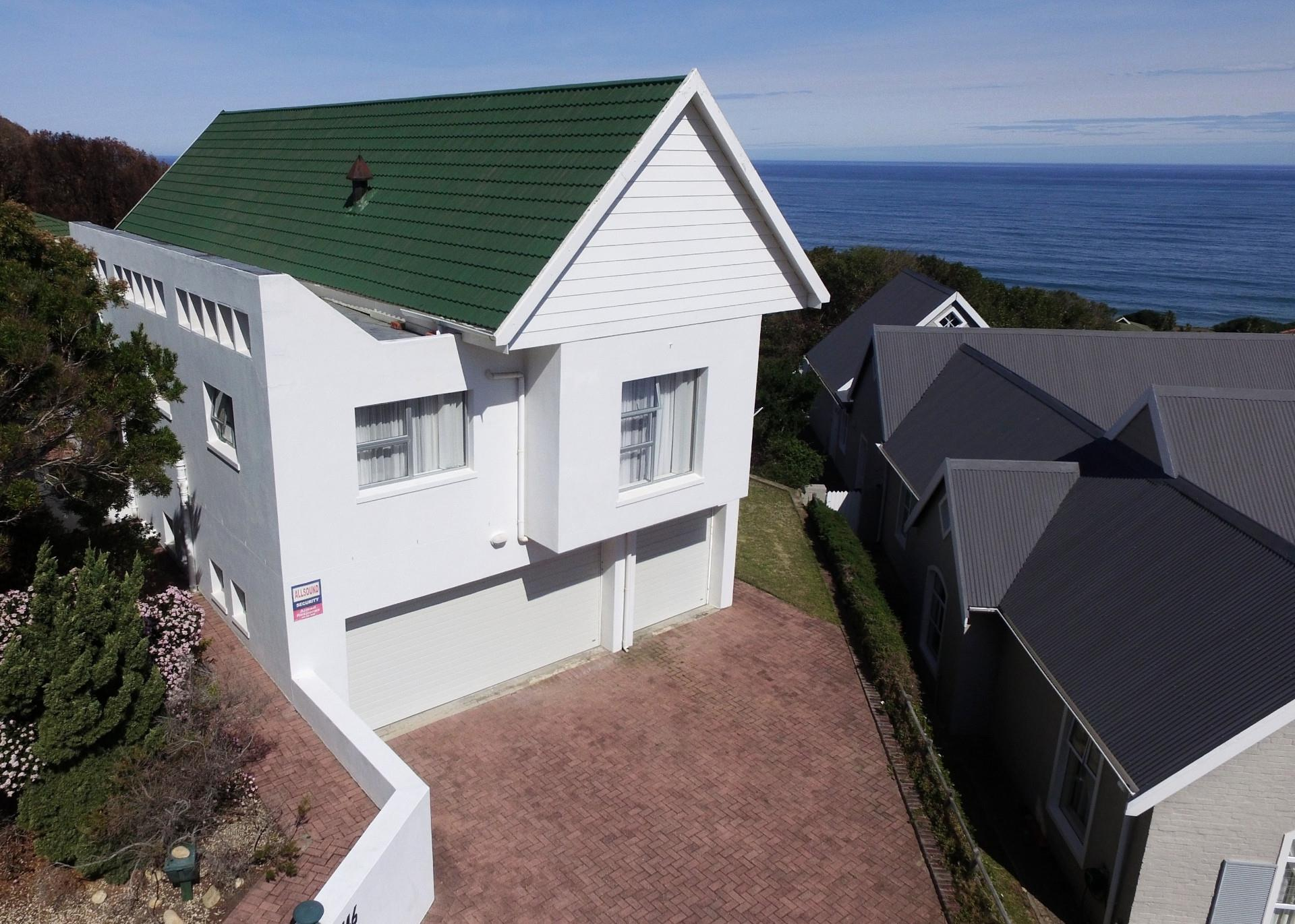 4 Bedroom House For Sale in Brenton On Sea
