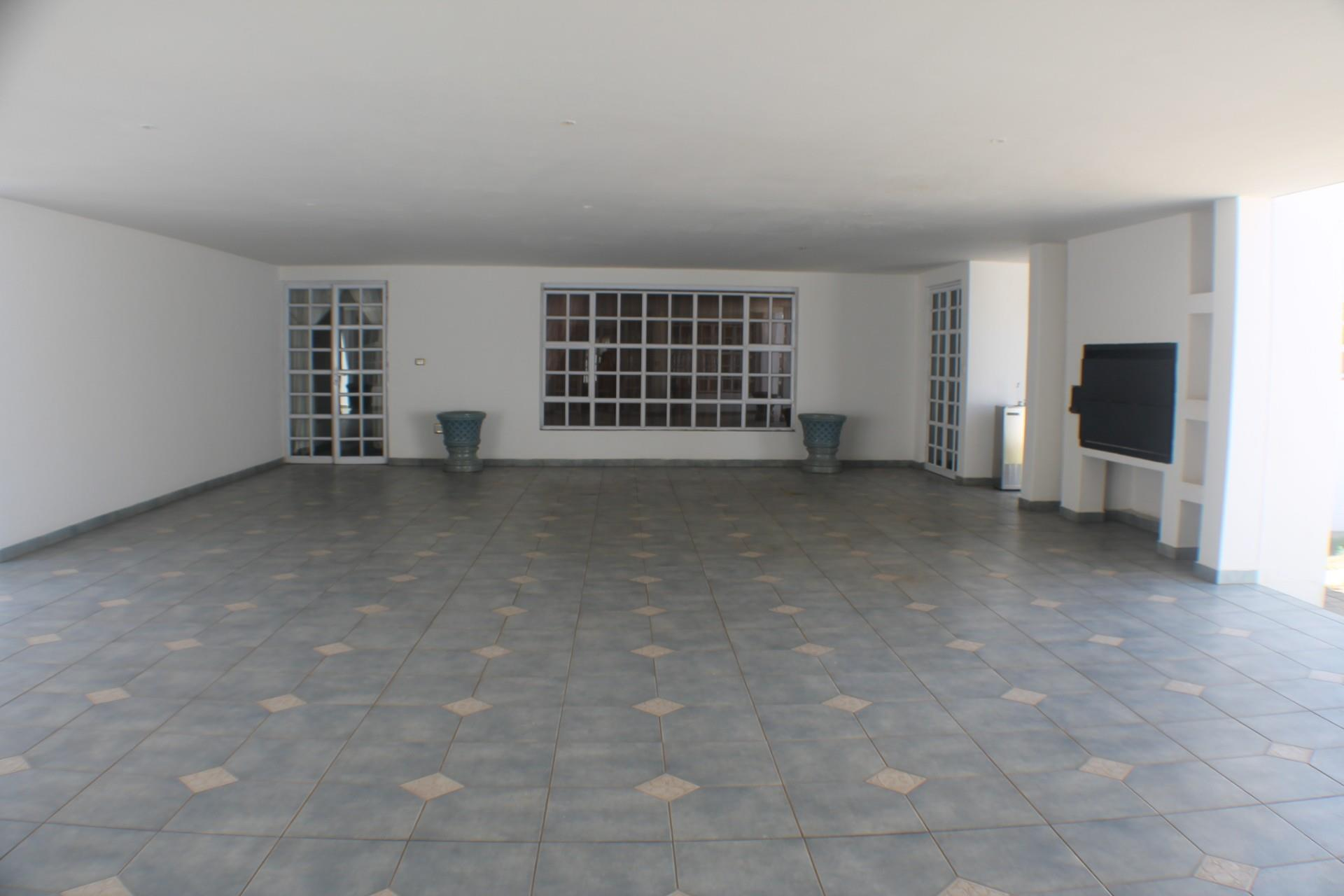 5 Bedroom House For Sale in Extension 11