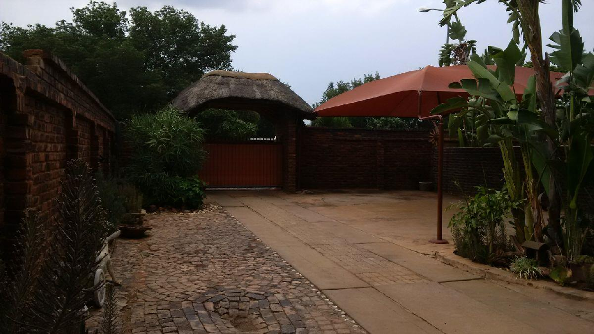 8 Bedroom House To Rent in Onverwacht