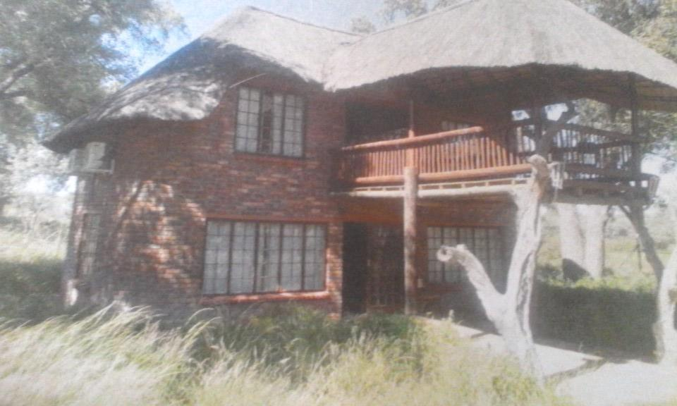 8 Bedroom House To Rent in Lephalale Rural