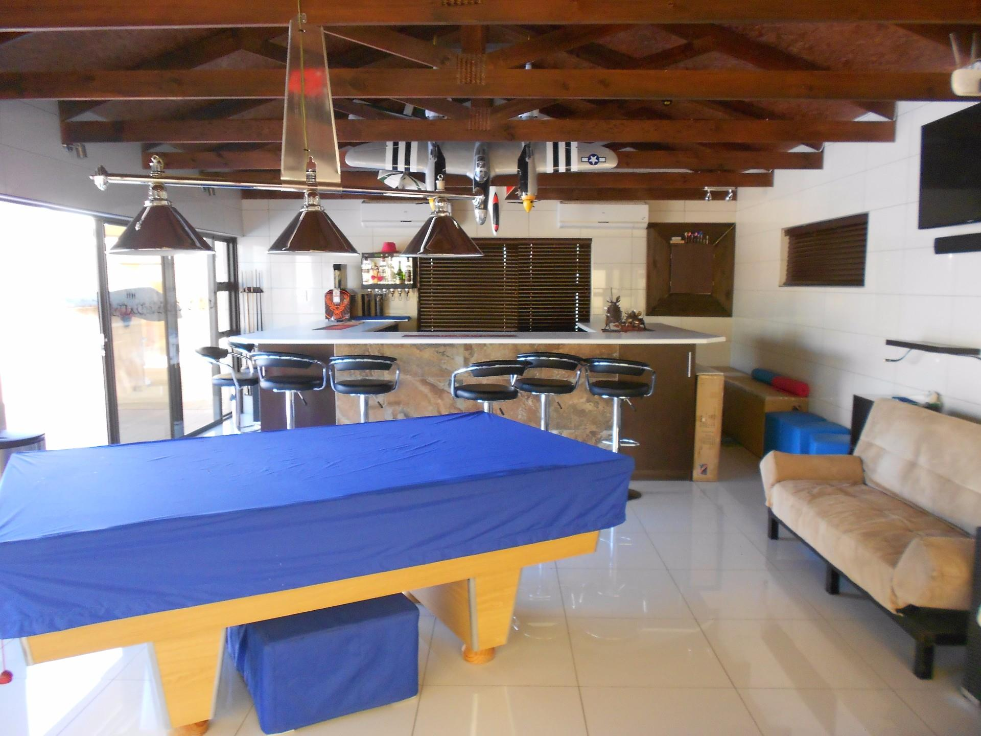 6 Bedroom House For Sale in Pioniers Park