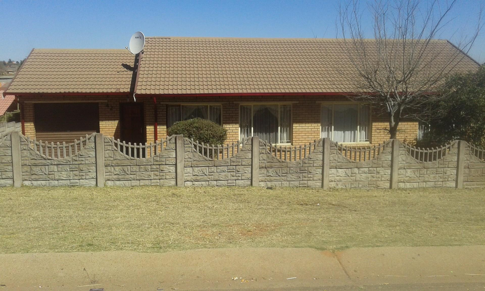 3 Bedroom House For Sale in Tasbet Park RE MAX of