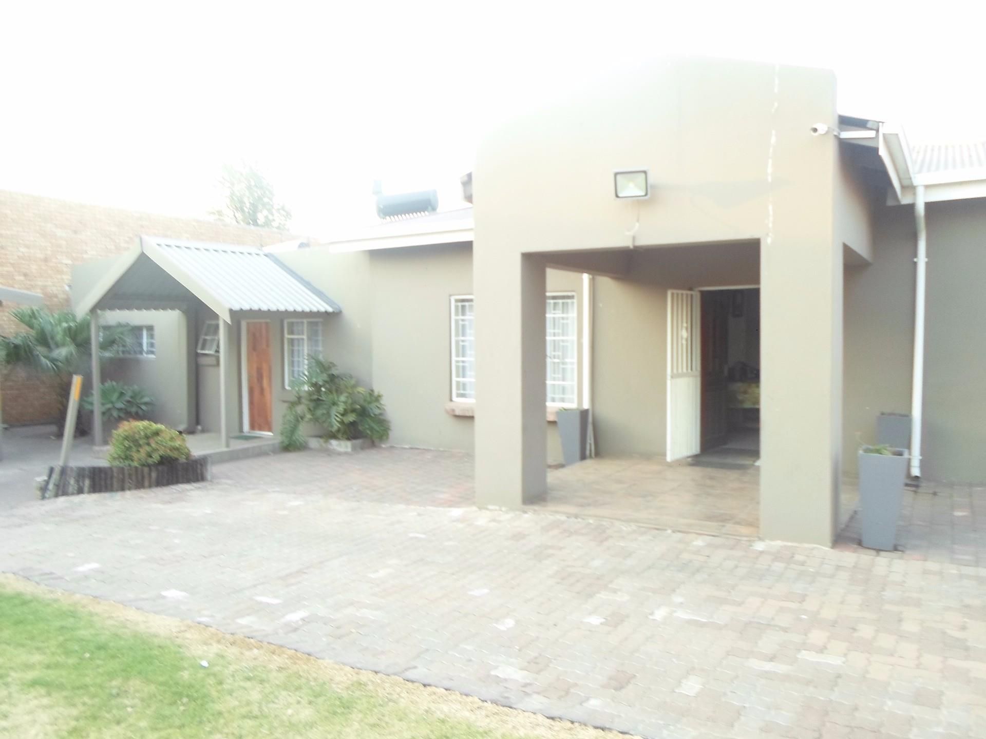 16 Bedroom House For Sale in Witbank Central