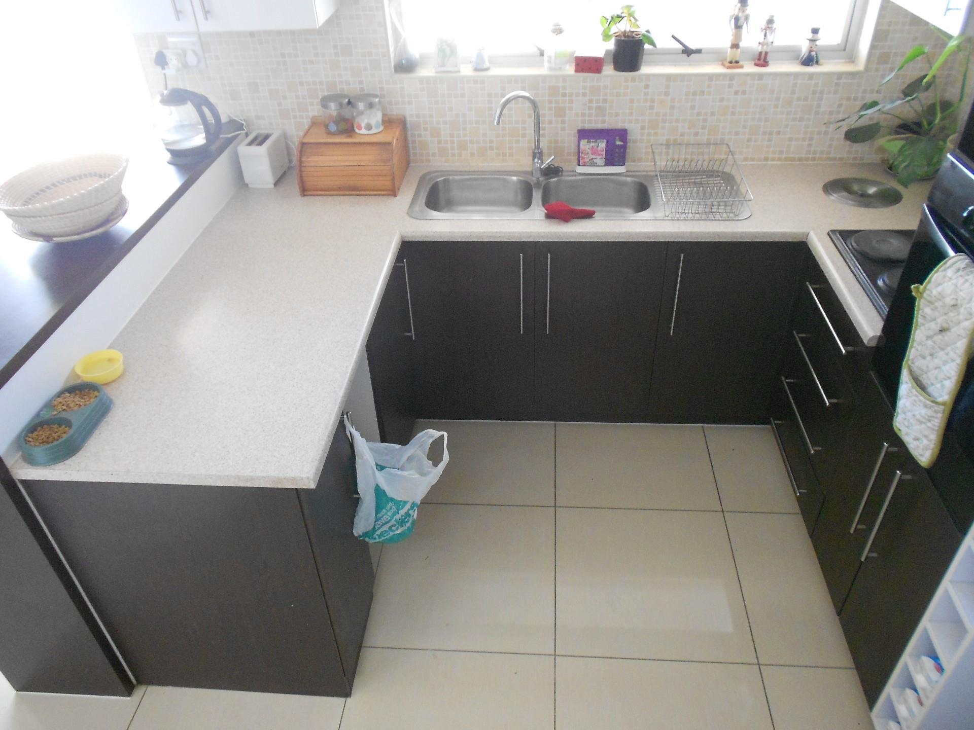 2 Bedroom Townhouse To Rent in Kleine Kuppe