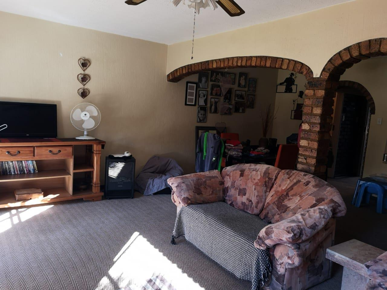 3 Bedroom Townhouse For Sale in Clubville