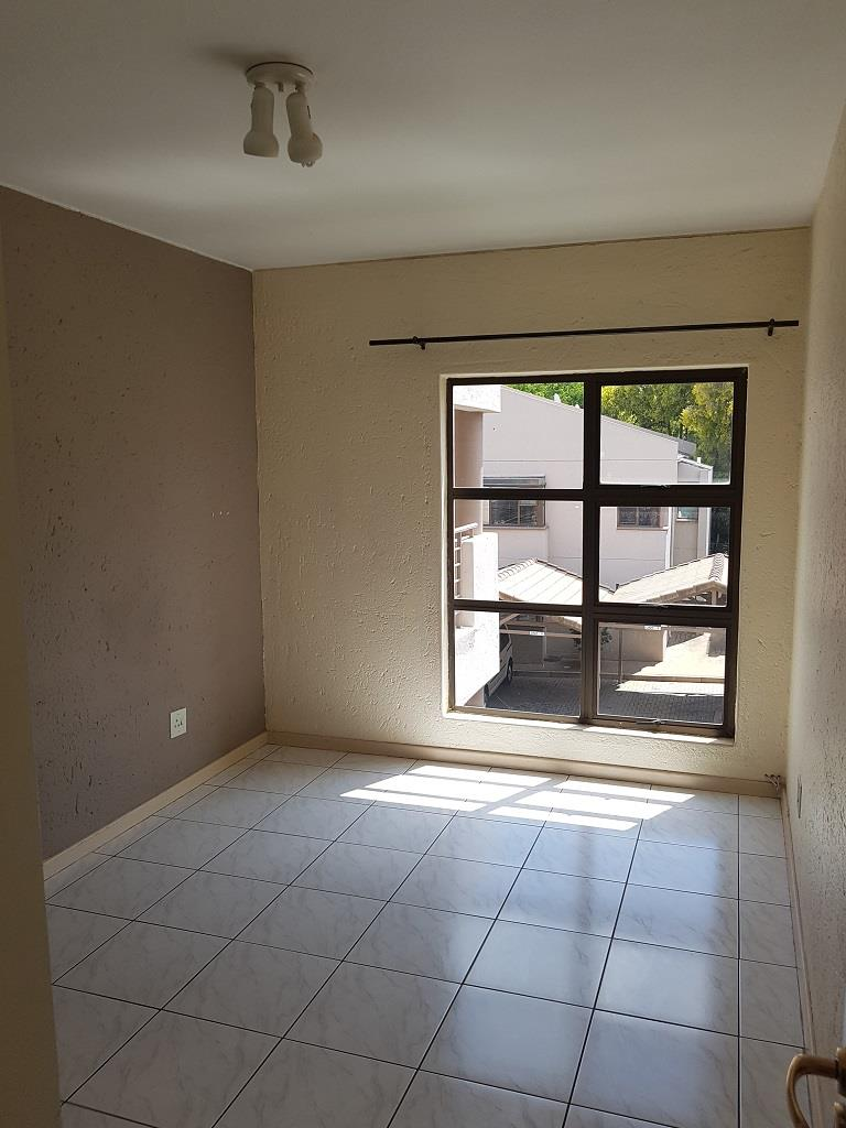 3 Bedroom Townhouse To Rent in Hyde Park