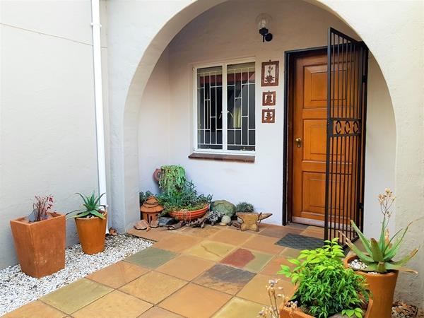 3 Bedroom Townhouse To Rent in Faerie Glen