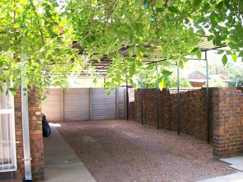 6 Bedroom House To Rent in Onverwacht