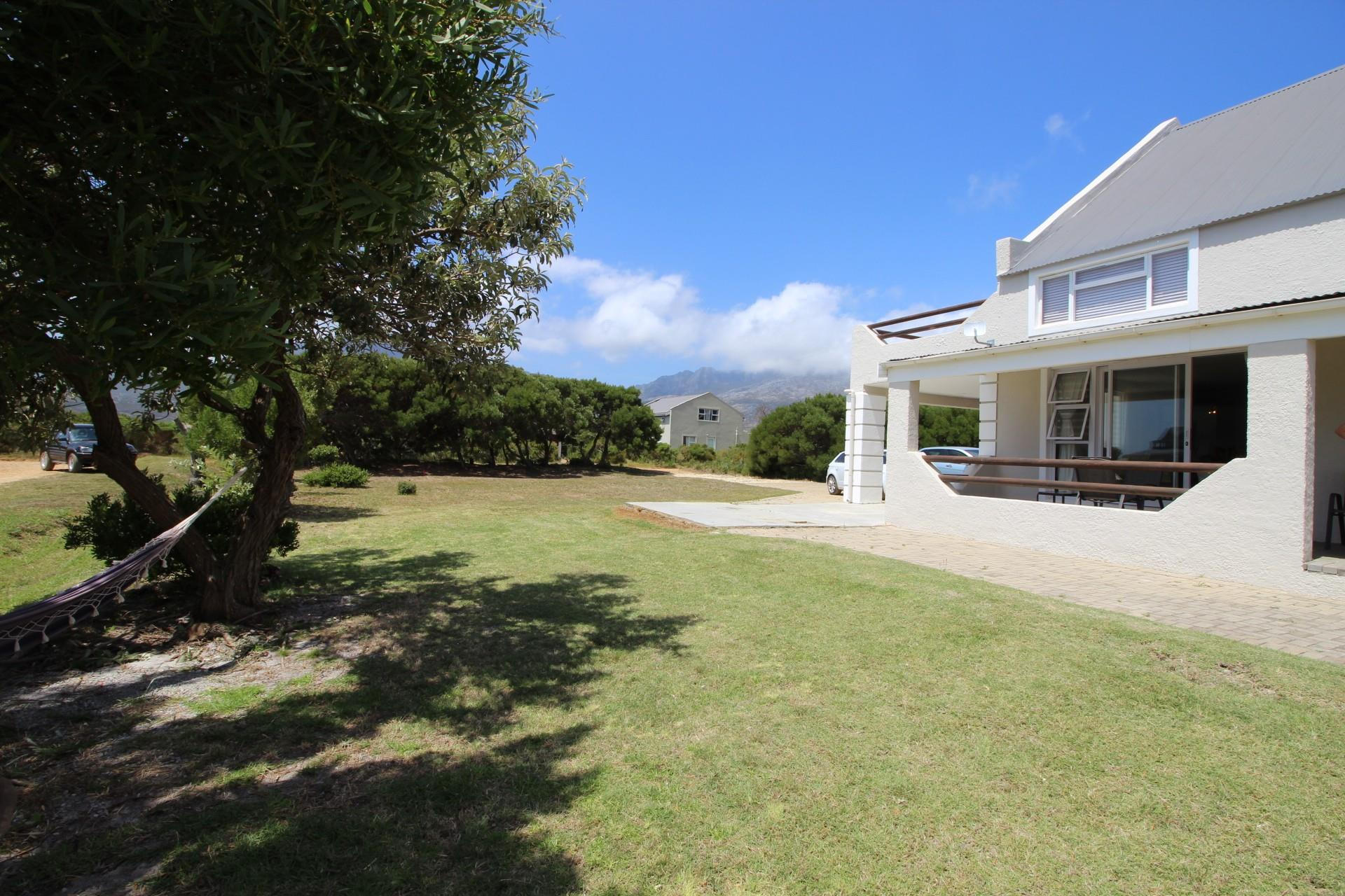 7 Bedroom House For Sale in Pringle Bay