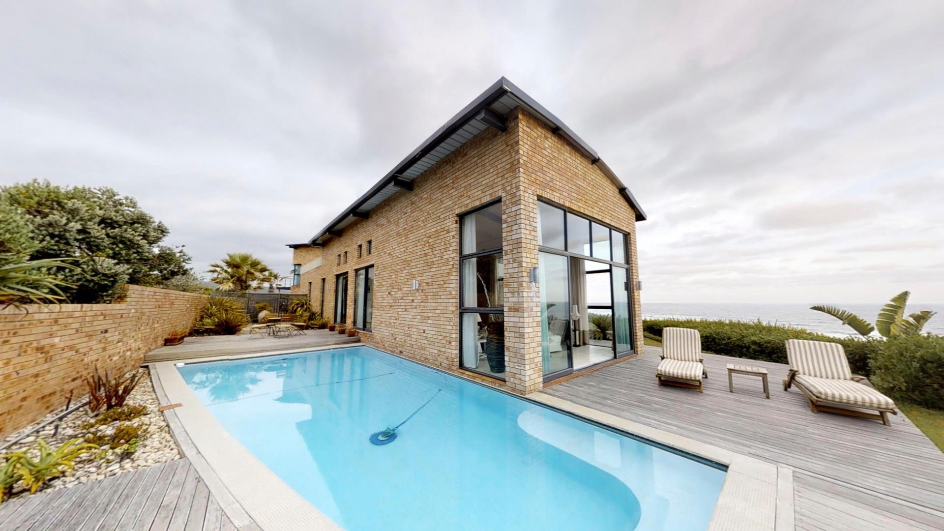 5 Bedroom House For Sale in Wilderness Central