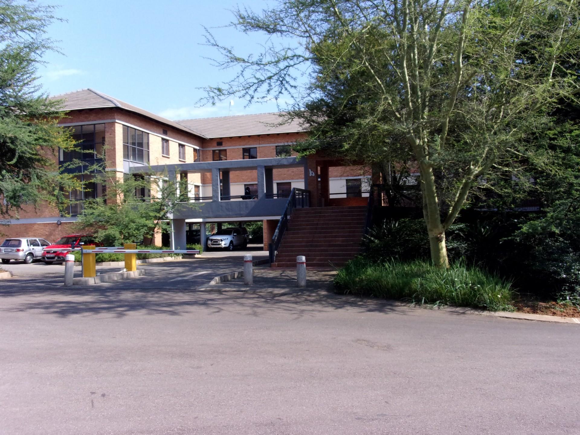 Commercial Property in Tijger Vallei To Rent