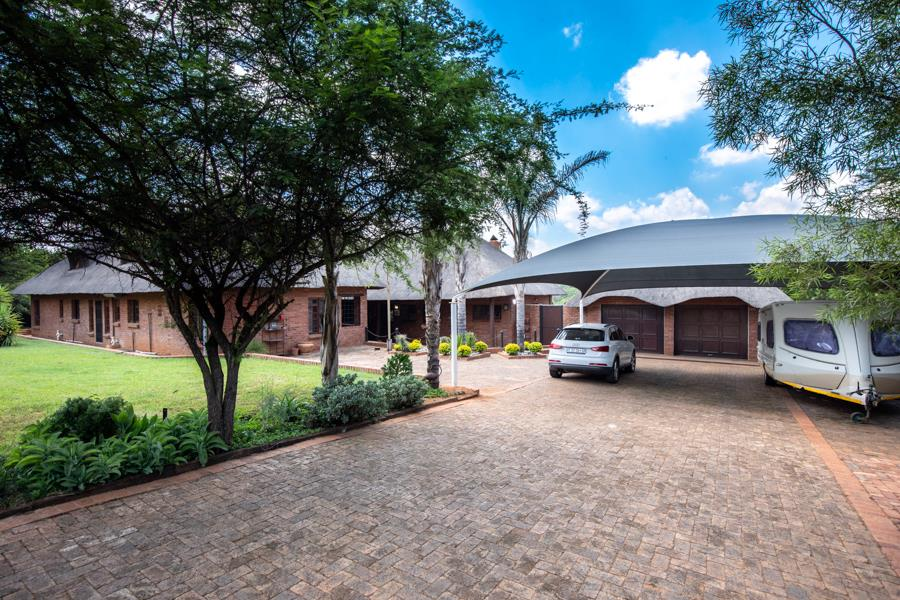 5 Bedroom House For Sale in Kameeldrift East