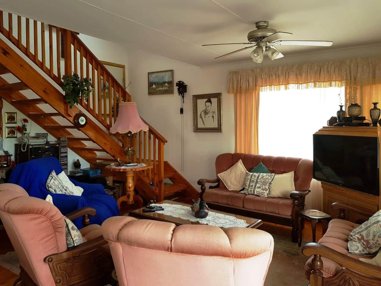 4 Bedroom House For Sale in Fisherhaven