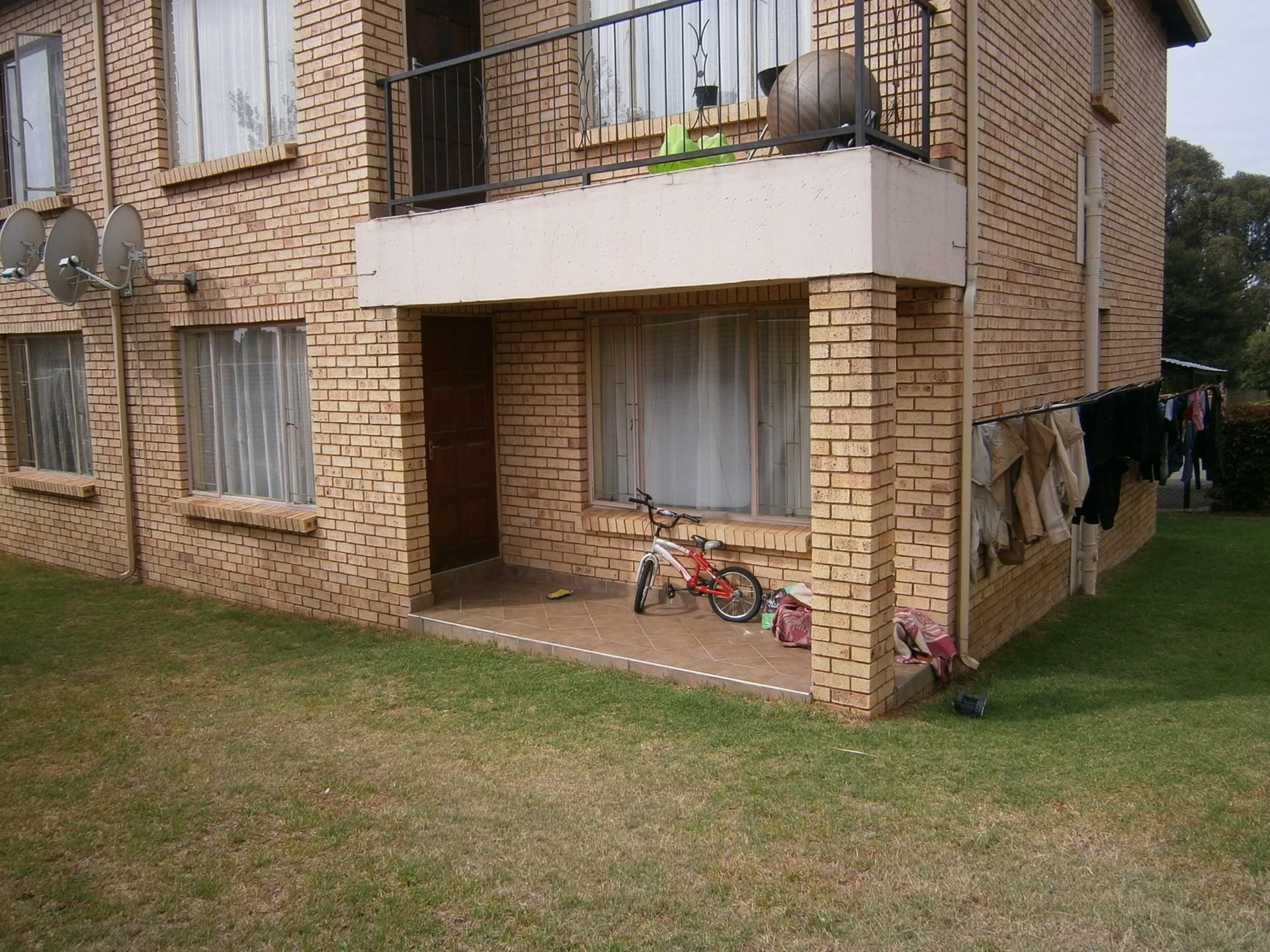 2 Bedroom Townhouse For Sale in Groblerpark