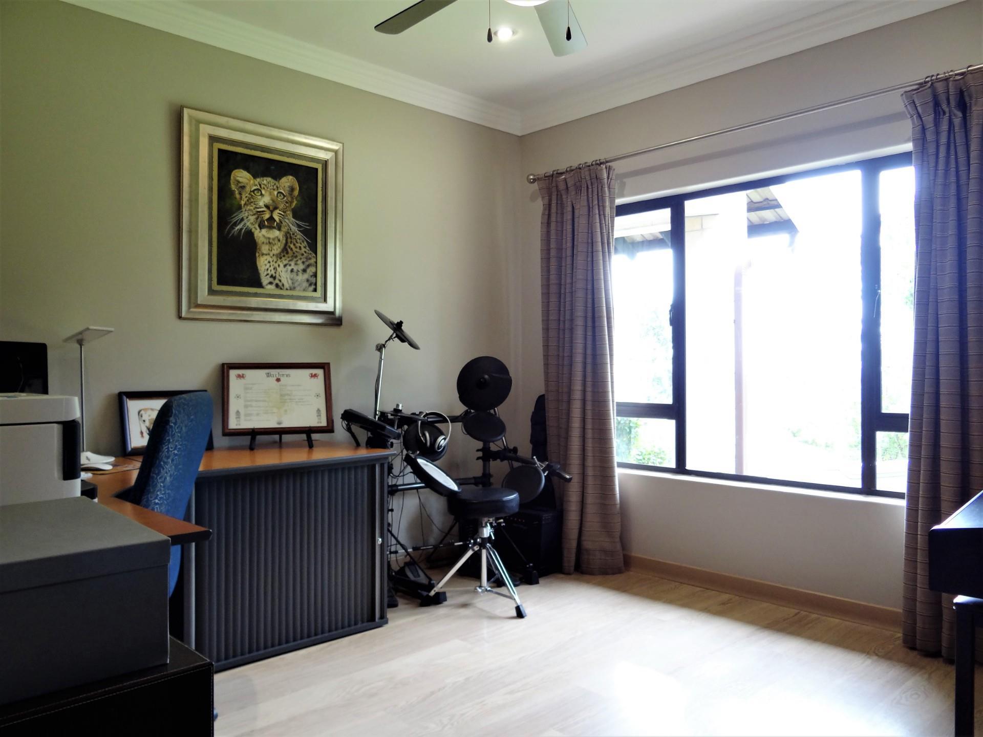 6 Bedroom House For Sale in Waterkloof