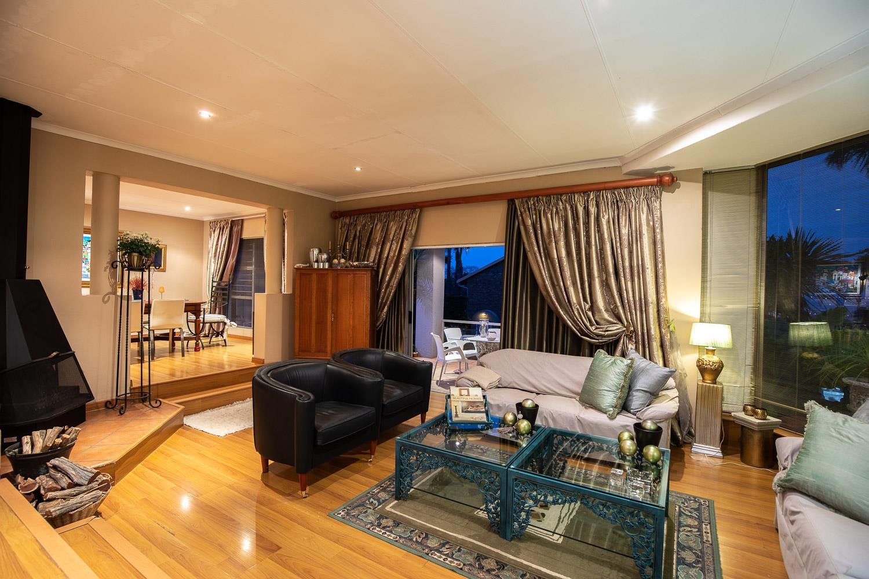 4 Bedroom House For Sale in Moreleta Park