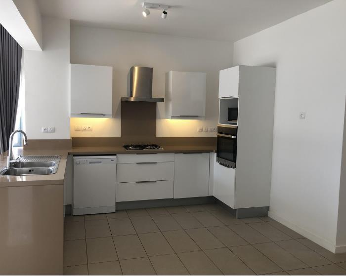 4 Bedroom Apartment / Flat For Sale in Roche Noire
