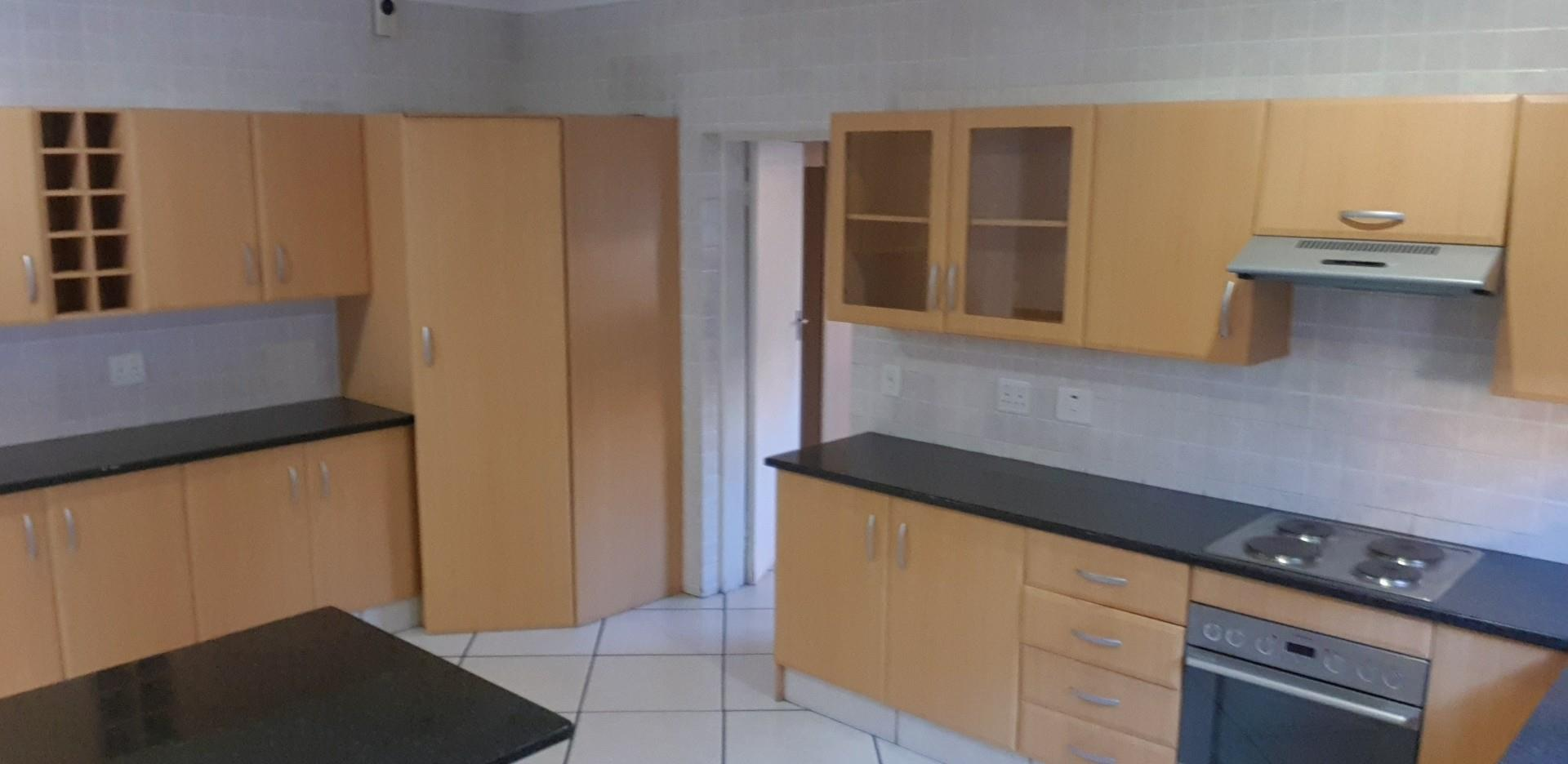 3 Bedroom House For Sale in New Market Park