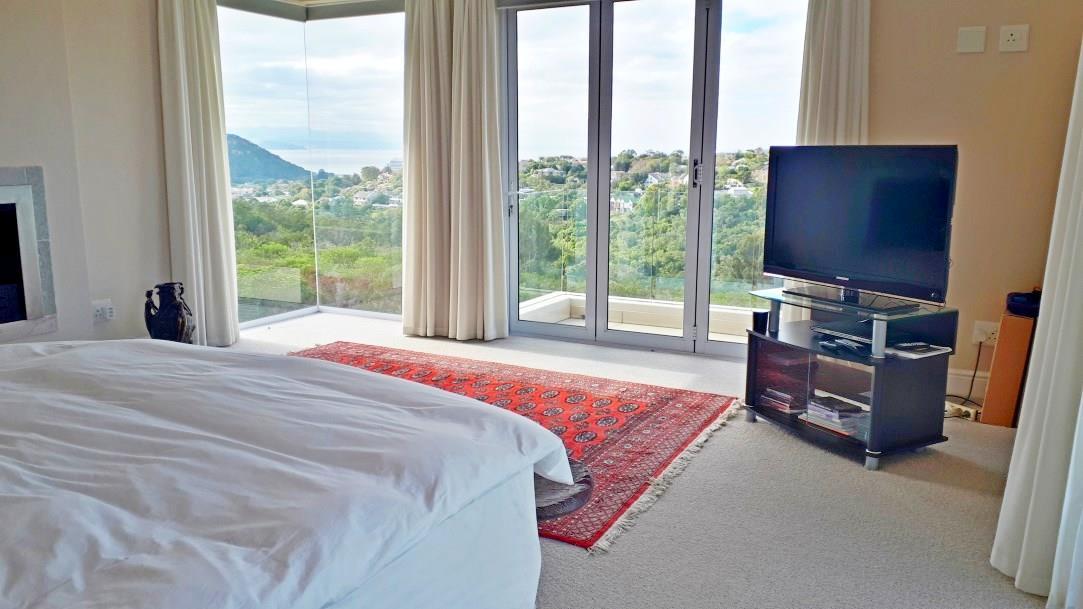 4 Bedroom House For Sale in Brackenridge Estate