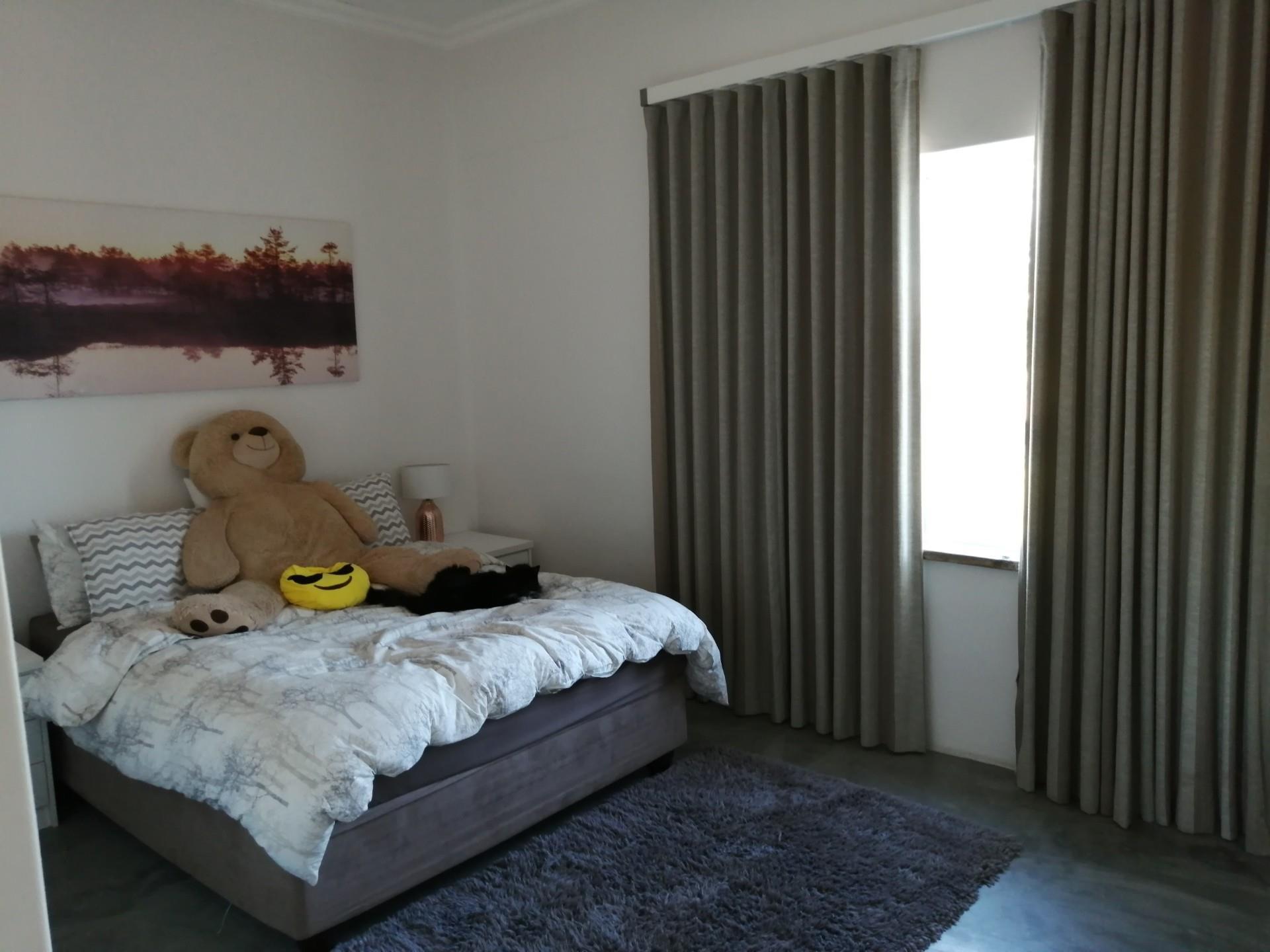7 Bedroom House For Sale in Van Riebeeckstrand
