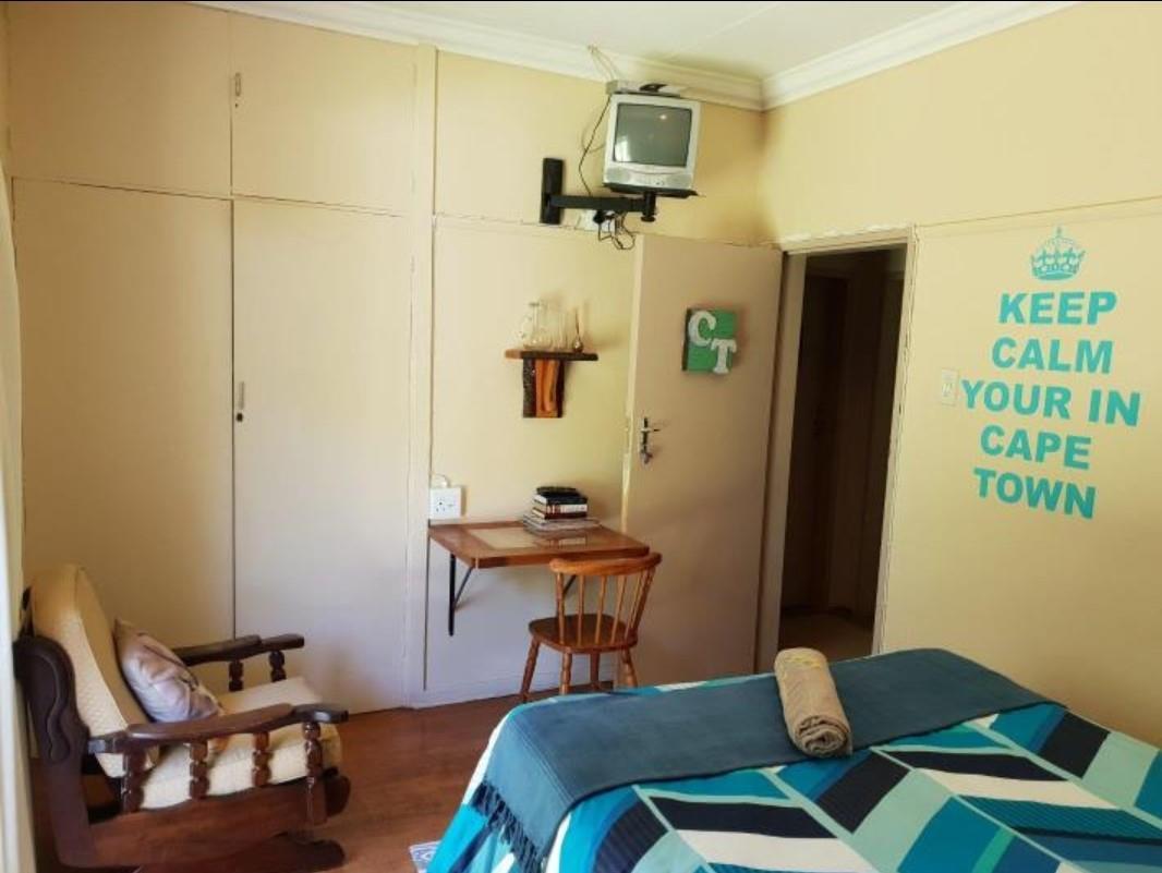 5 Bedroom House For Sale in Jordania