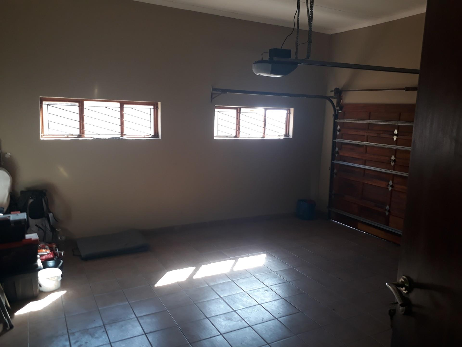 3 Bedroom House To Rent in Model Park