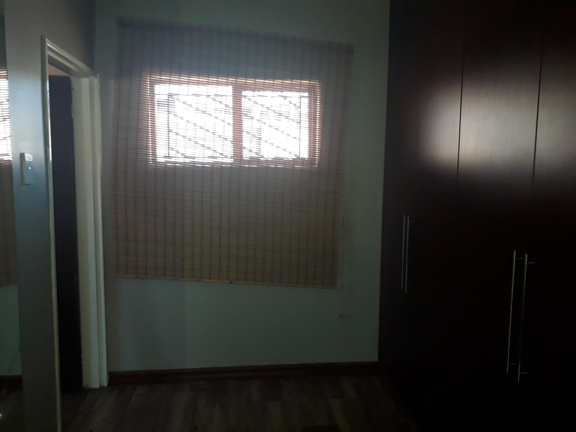 3 Bedroom House To Rent in Model Park