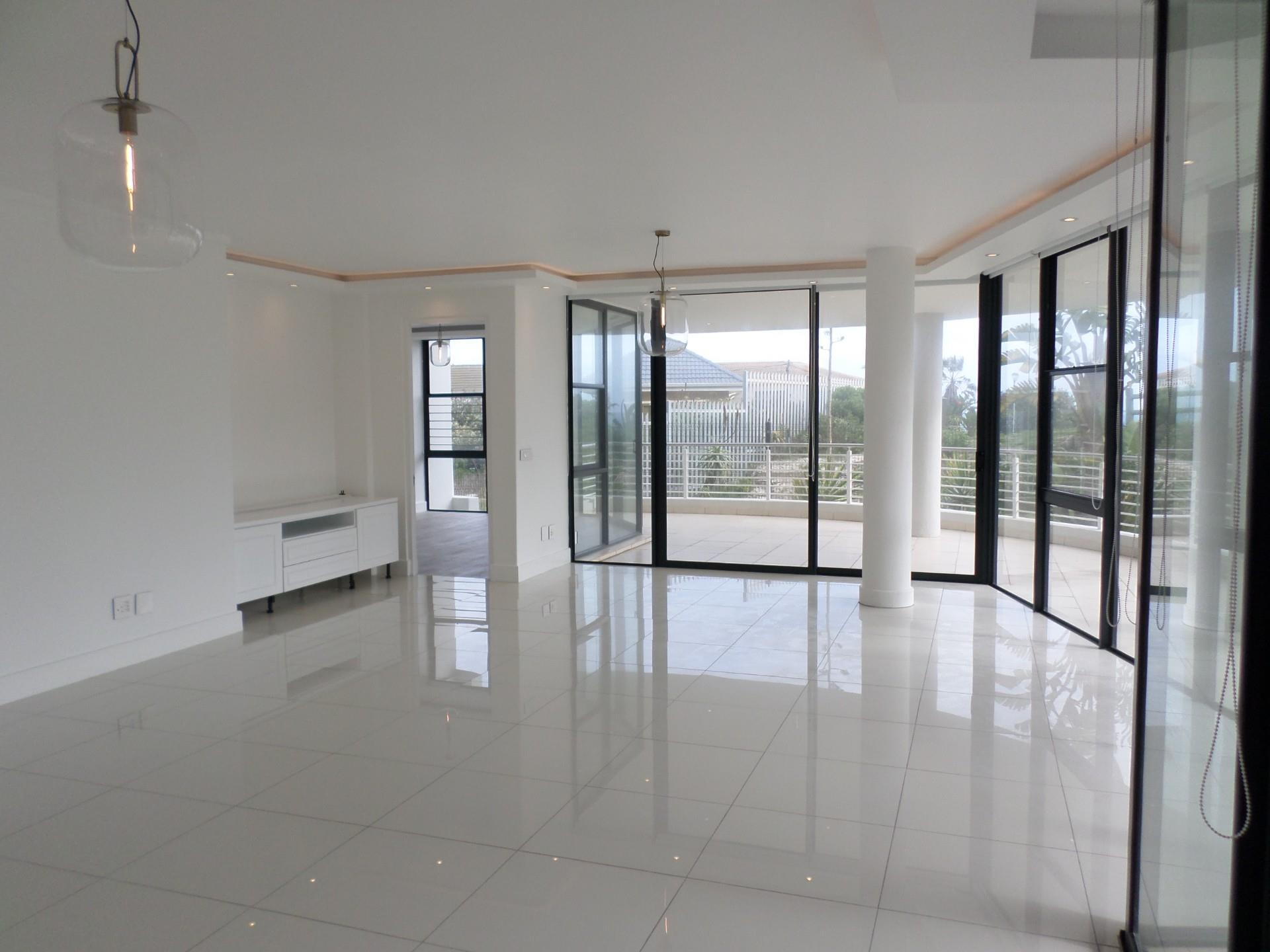 3 Bedroom Apartment / Flat For Sale in Bloubergstrand