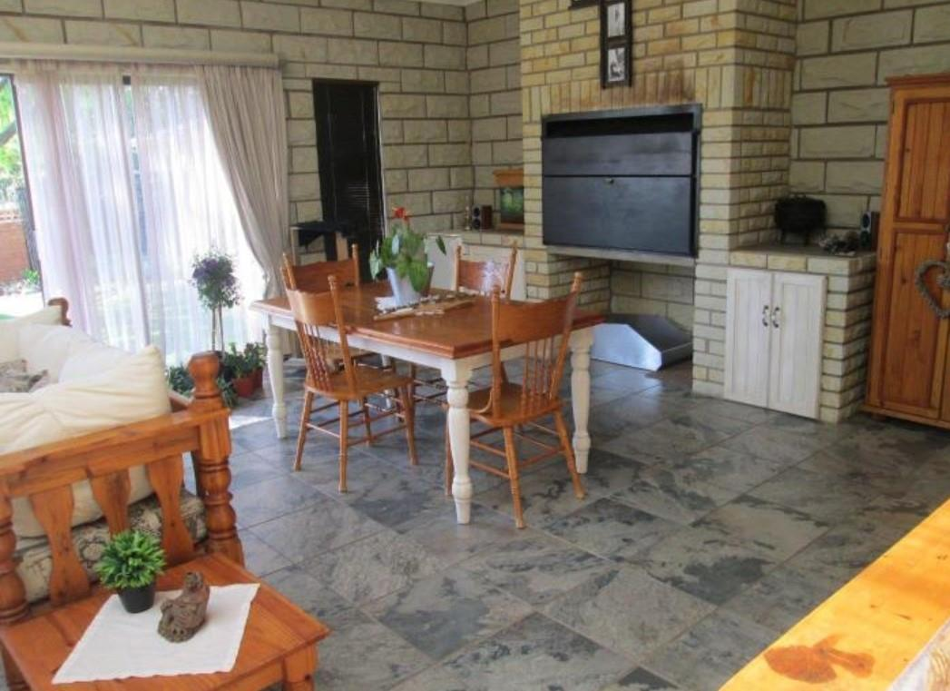 4 Bedroom House For Sale in Panorama