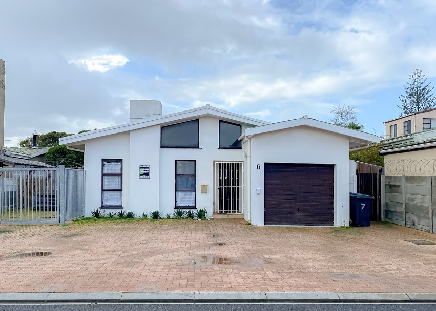 3 Bedroom House For Sale in Melkbosstrand Central