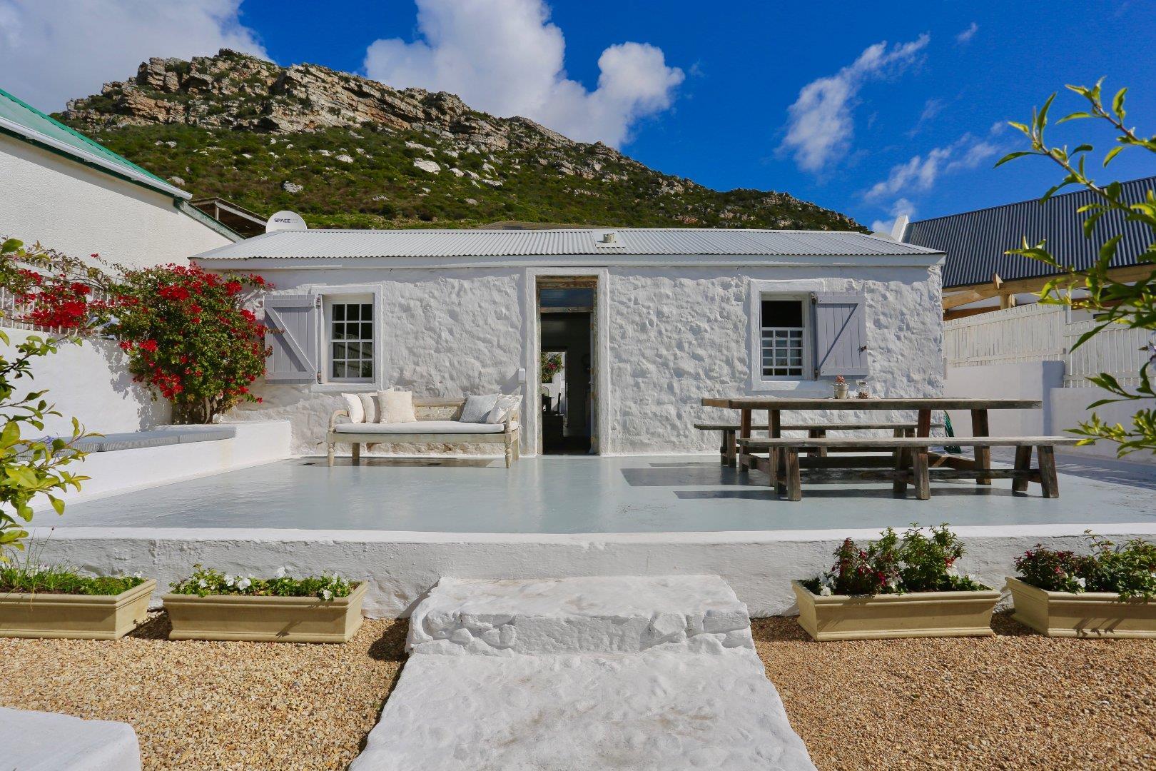 2 Bedroom House For Sale in Kalk Bay