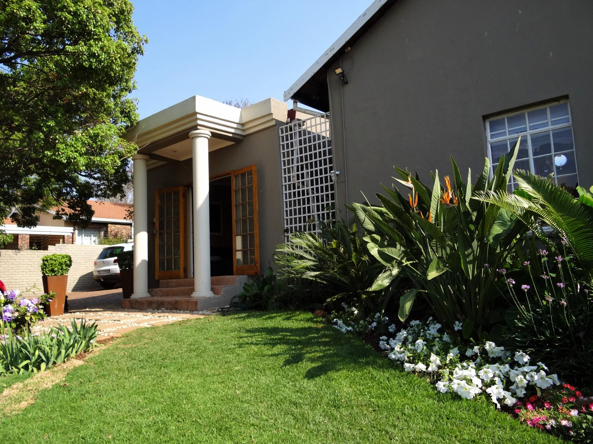 4 Bedroom House For Sale in Monument Park