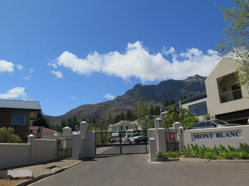 5 Bedroom House For Sale in Paradyskloof