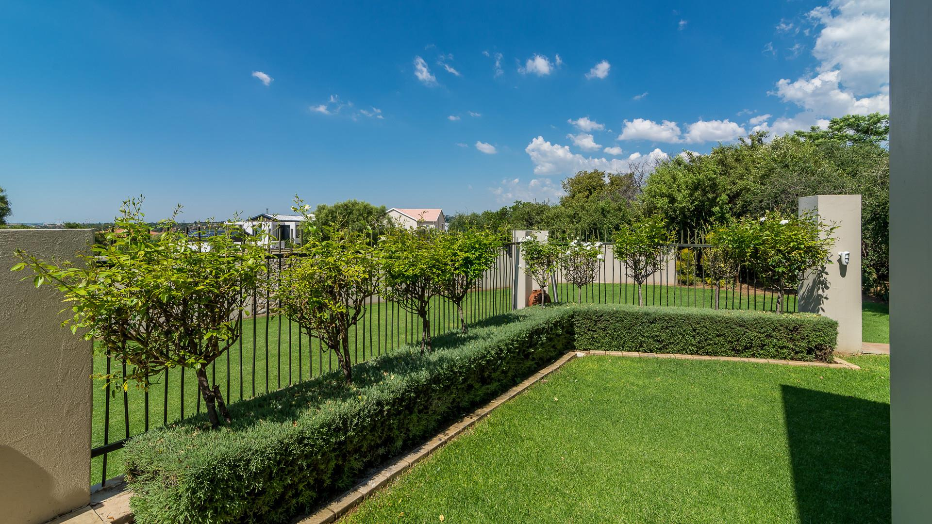 4 Bedroom House For Sale in Olivedale