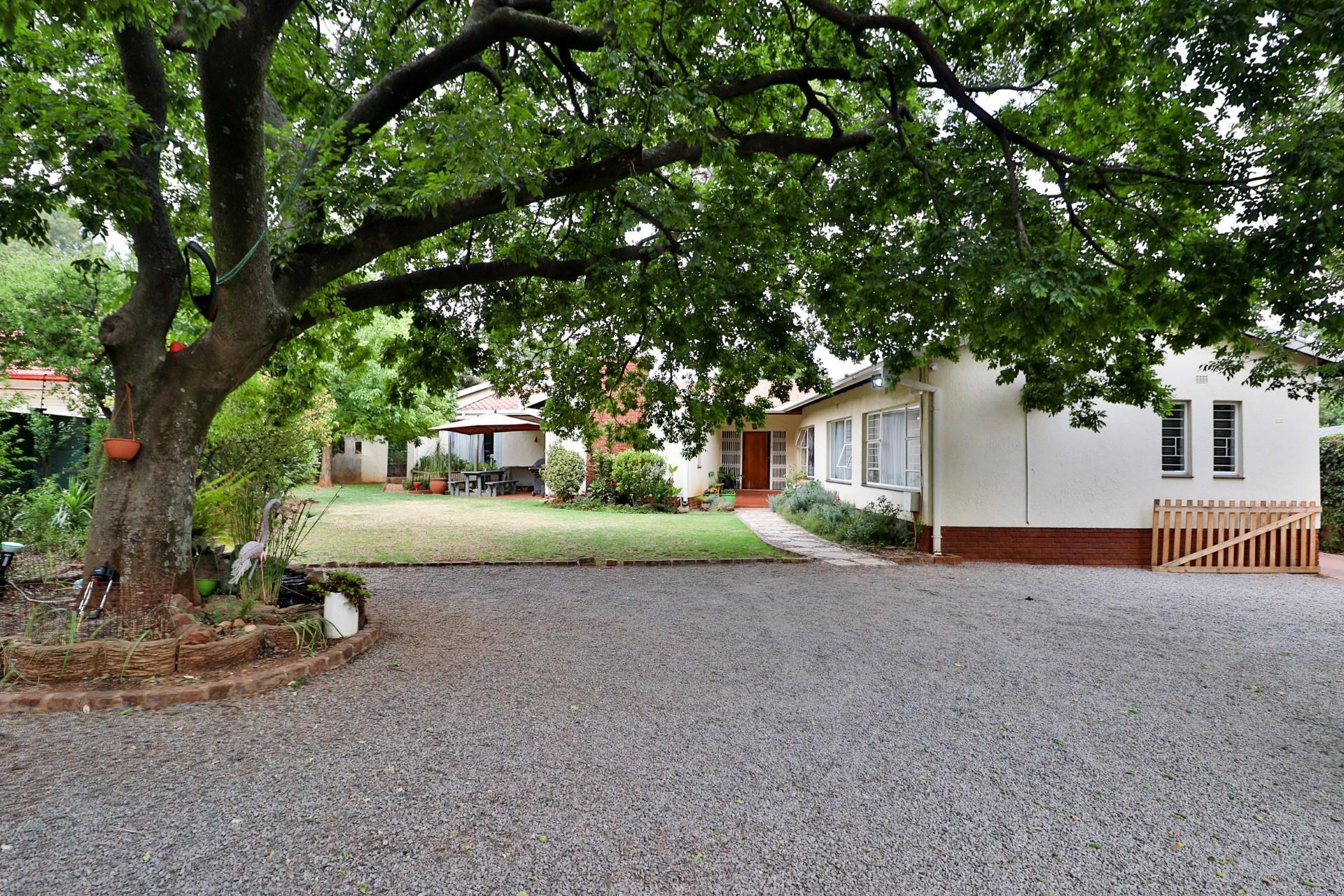 4 Bedroom House For Sale in Windsor Glen