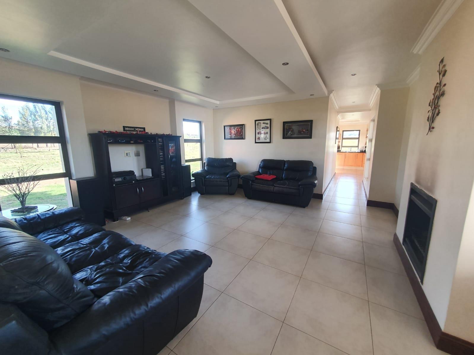4 Bedroom House For Sale in Blue Saddle Ranches