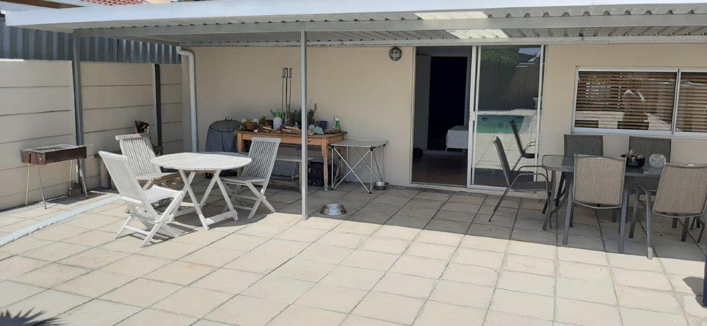 4 Bedroom House For Sale in Bothasig