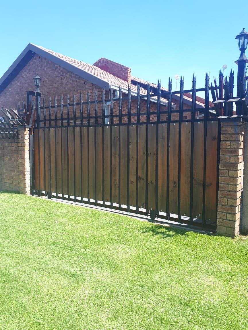 2.5 Bedroom House For Sale in Witbank Central