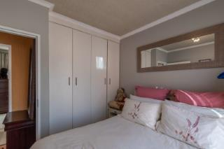 2 Bedroom Townhouse For Sale in Albertsdal