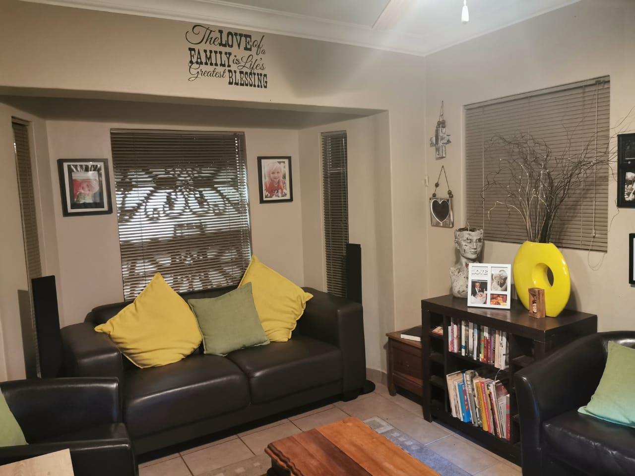 3 Bedroom Townhouse For Sale in Reyno Ridge