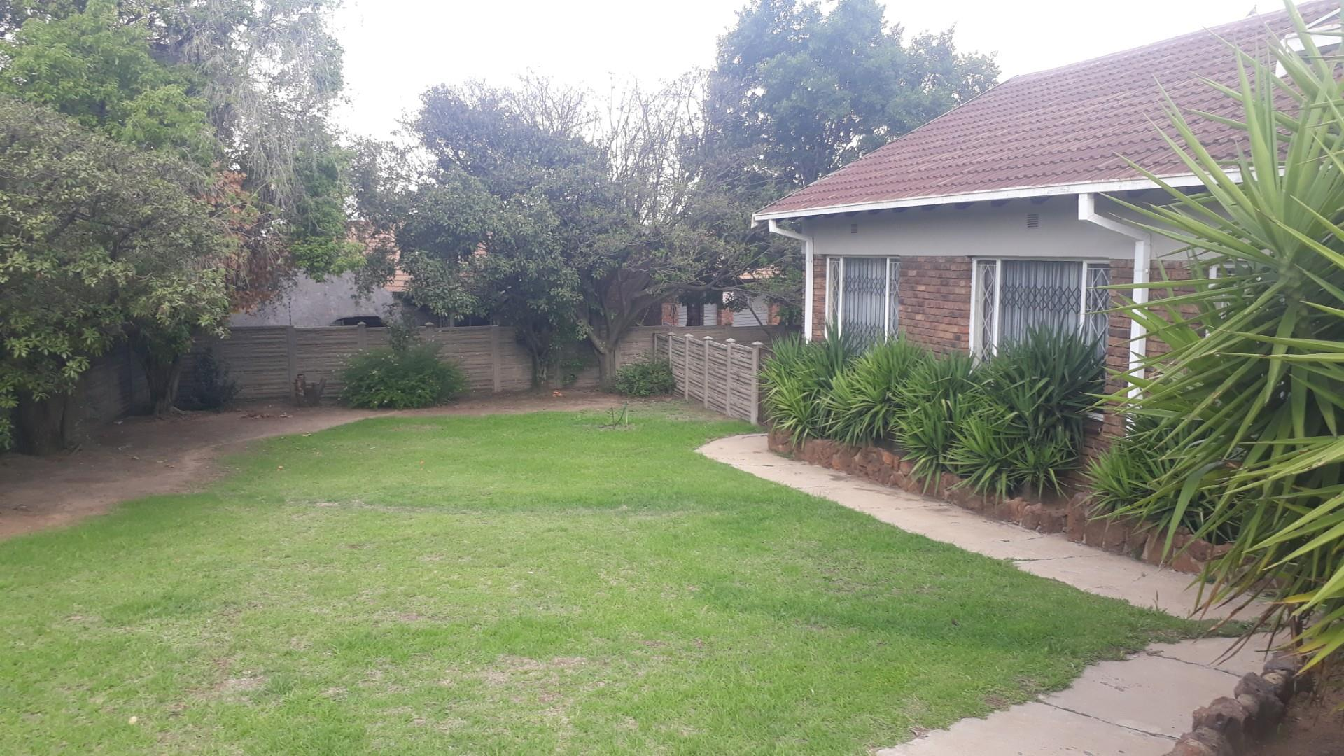 4 Bedroom House To Rent in Model Park