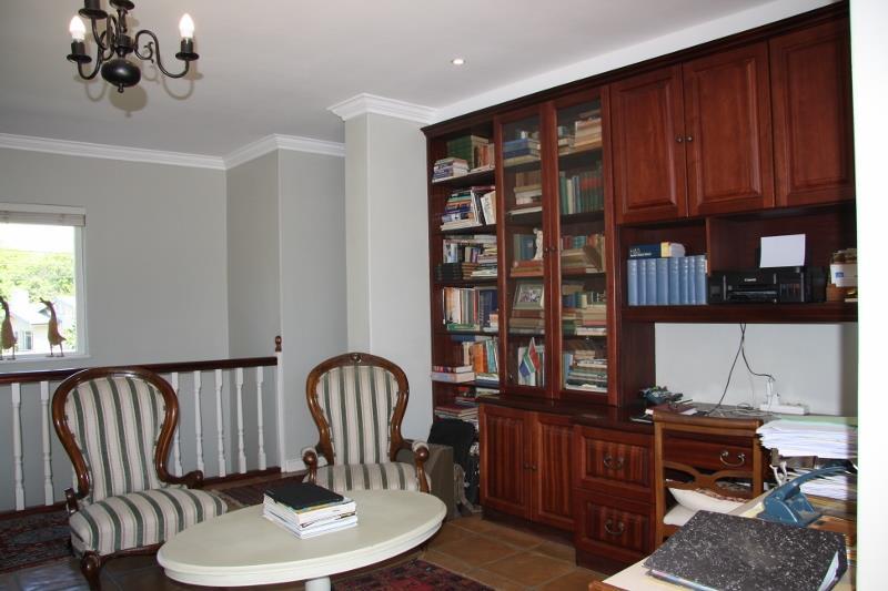 4 Bedroom House For Sale in Aanhou Wen