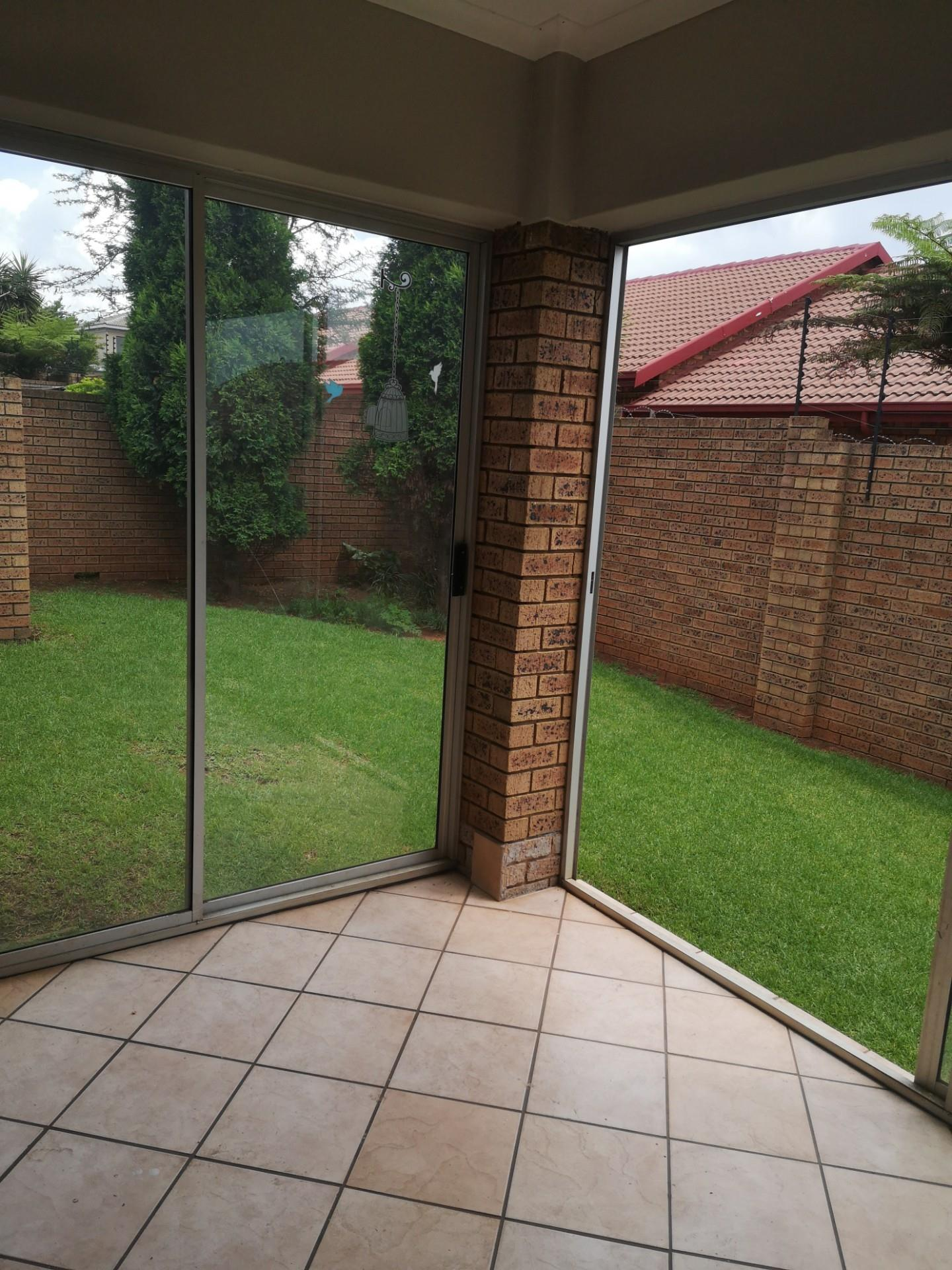2 Bedroom House For Sale in Aerorand