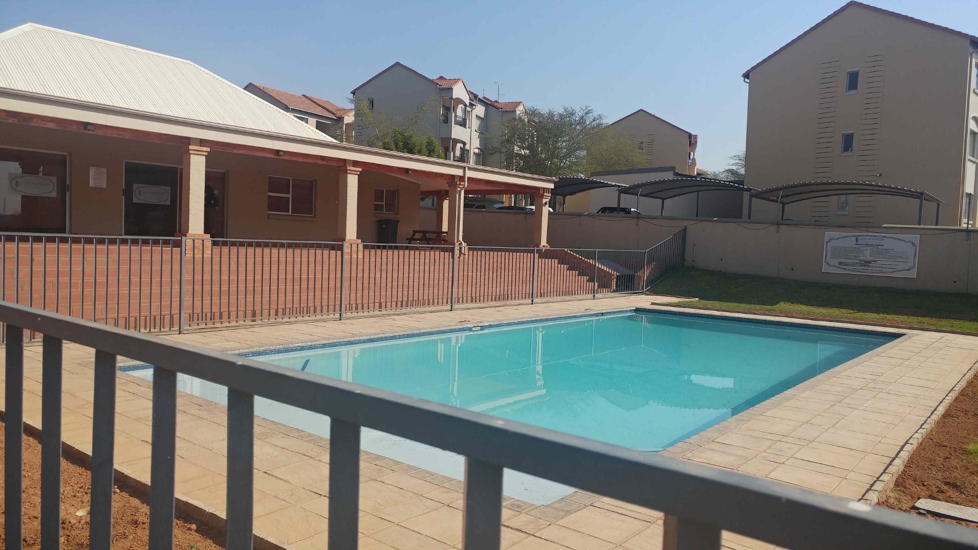 2 Bedroom Apartment / Flat For Sale in Leeuwenhof Estate
