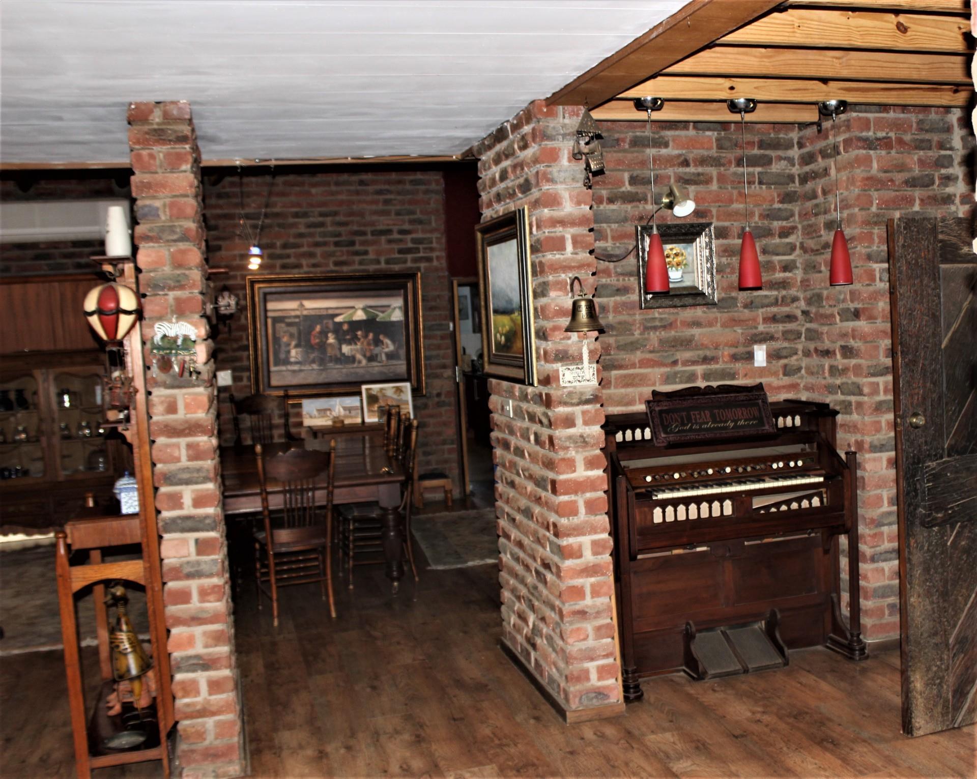 4 Bedroom House For Sale in Viljoenskroon