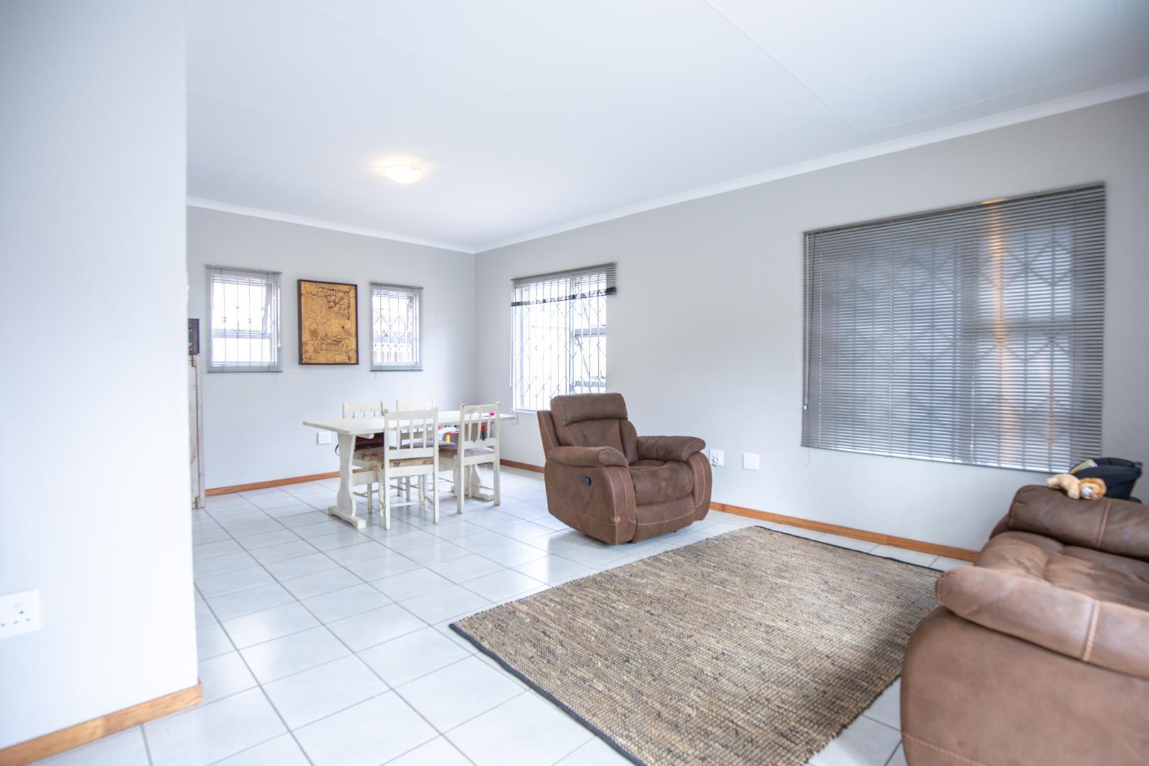 3 Bedroom House For Sale in Waterkloof Ridge