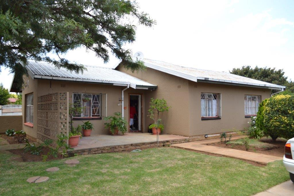 3 Bedroom House For Sale In Westergloor Re Max Of Southern Africa