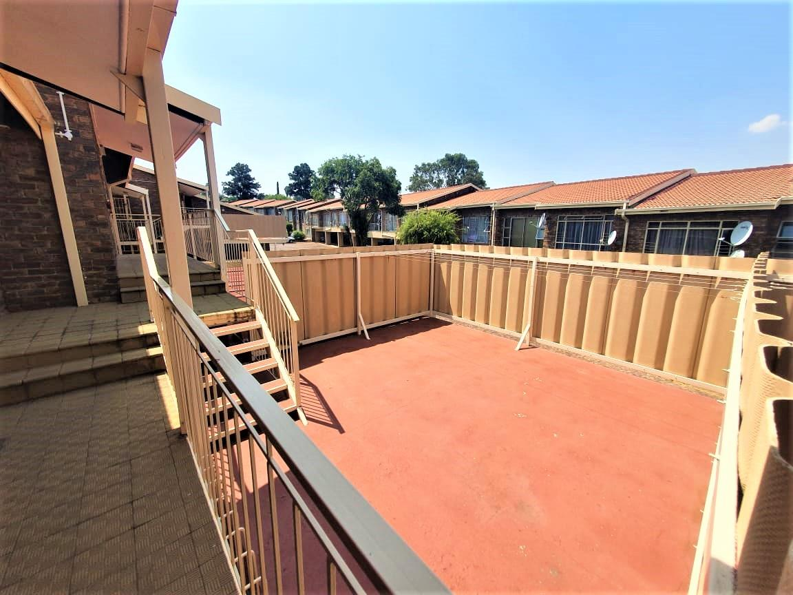 2 Bedroom Townhouse For Sale in Brackendowns