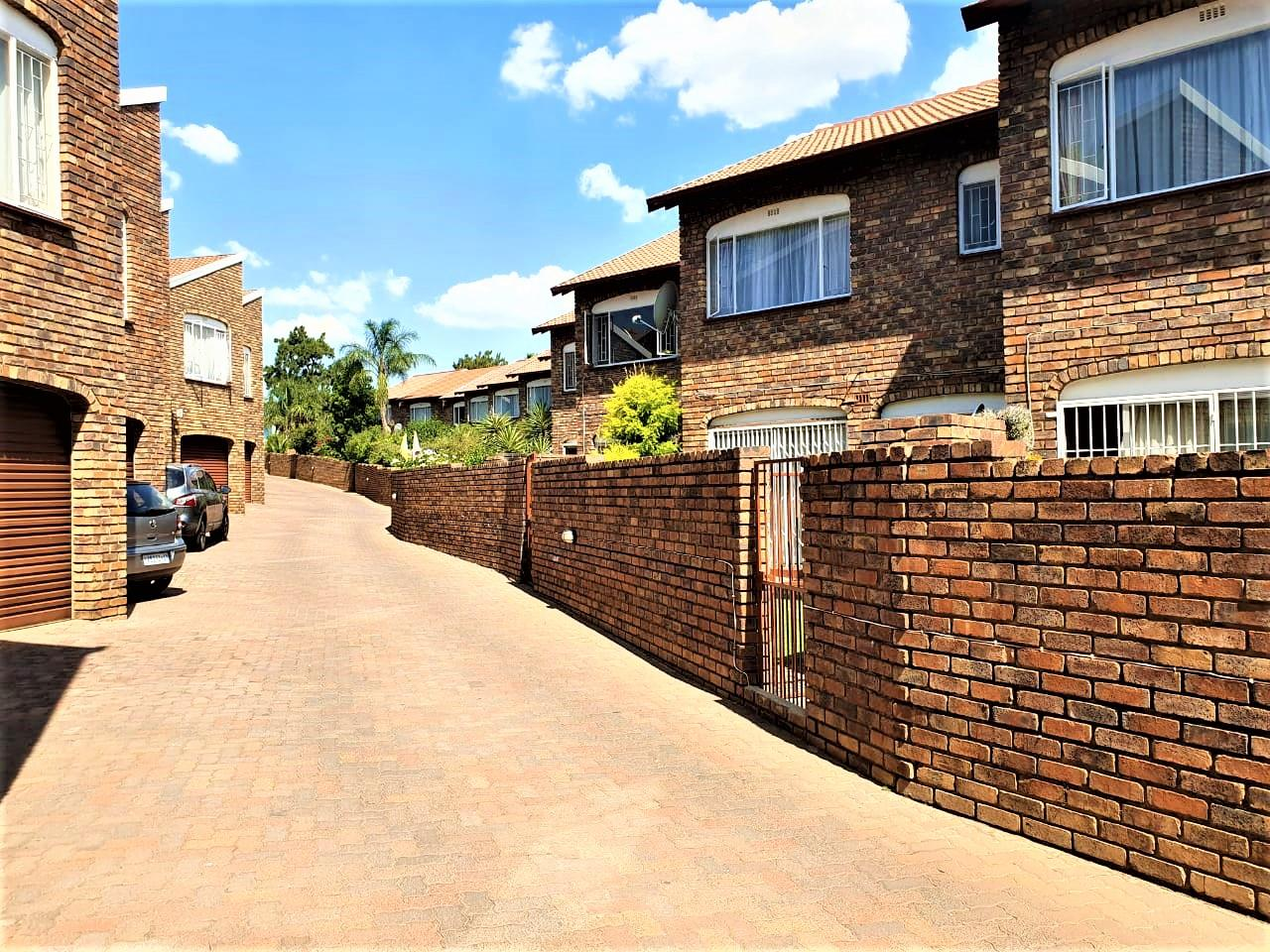 3 Bedroom Townhouse For Sale in Brackendowns