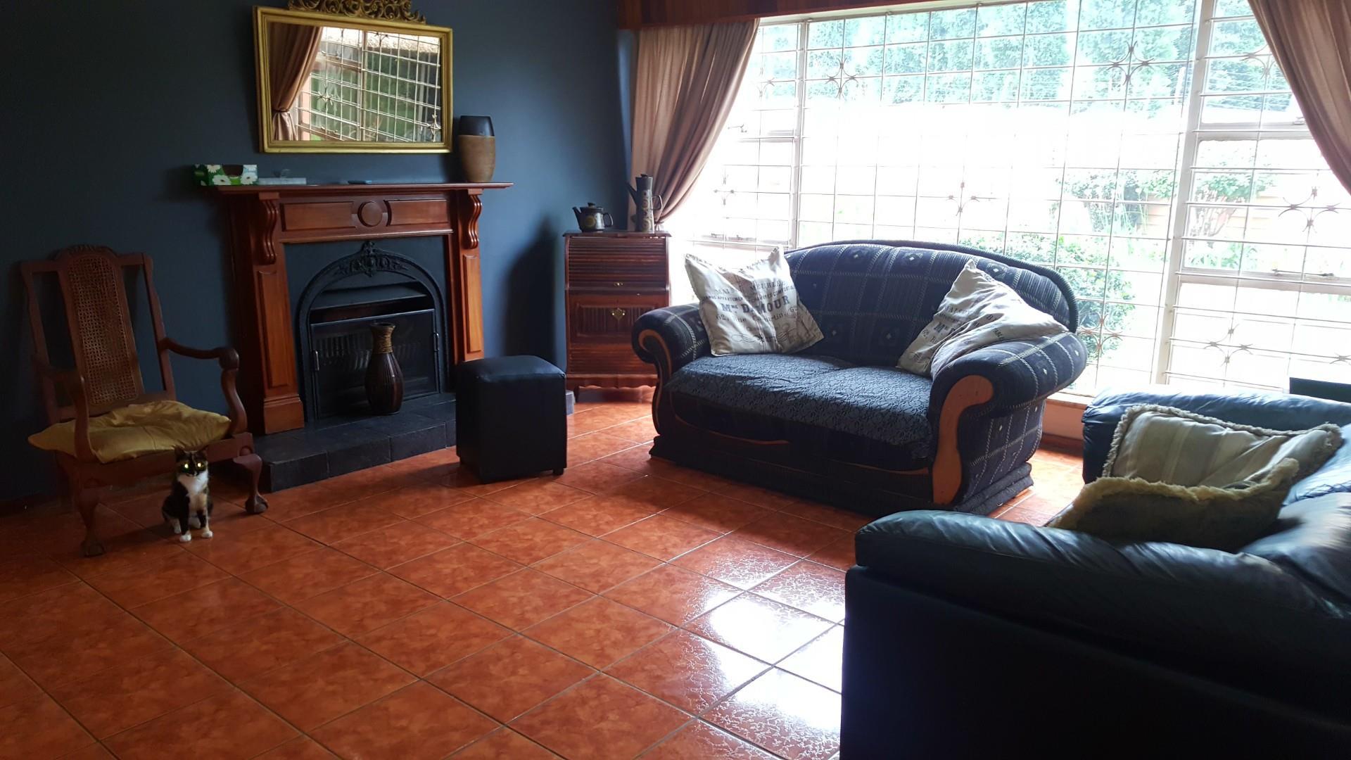 4 Bedroom House For Sale in Glenanda